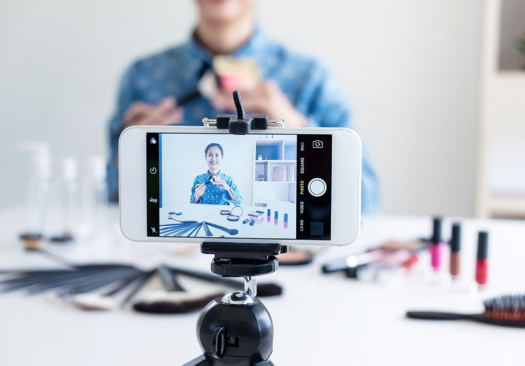 engagement on YouTube video, quick ways to increase engagement on YouTube video, post content consistently, understand your visitors, encourage shares, likes and commenting, provide a call to action, where to share youtube videos, audience retention youtube, places to promote youtube videos
